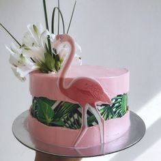 "Sweet and more on Instagram: ""🌸 . . . . #cake #flamingocake #flamingo #mik #magyarig #mutimiteszel #mutimitsütsz #hawaii #faultlinecake #flower #strawberrycake #pink…"""