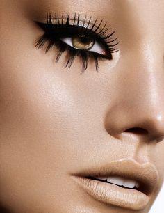 Black eye make-up - False eyelashes