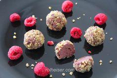 Сыроедческие конфеты с семенами чиа малиной и финиками фото