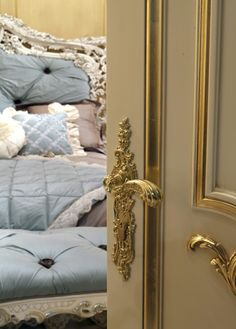 Manivelas unicas Interior Design, Bed, Villa, Furniture, Home Decor, Nest Design, Decoration Home, Home Interior Design, Stream Bed