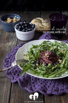 insalata di rucola con bresaola mirtilli e noci