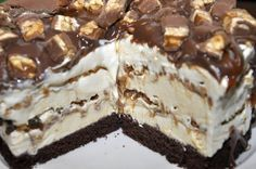 Tort inghetata Snickers Romanian Desserts, Cake Recipes, Dessert Recipes, Eating Organic, Love Cake, Something Sweet, Sweet Treats, Sweets, Food And Drink