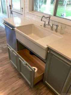 If you are looking for Rustic Farmhouse Kitchen Design Ideas, You come to the right place. Below are the Rustic Farmhouse Kitchen Design Ideas. Cottage Kitchen Cabinets, Kitchen Cabinet Design, Farmhouse Kitchen Decor, Rustic Farmhouse, Farmhouse Ideas, Kitchen Designs, Farmhouse Sinks, Farm Sink Kitchen, Cottage Farmhouse