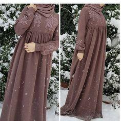 This post was discovered by ze Abaya Fashion, Muslim Fashion, Modest Fashion, Fashion Clothes, Fashion Dresses, Estilo Abaya, Parda, Dress Pesta, Modele Hijab