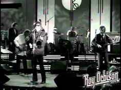 """""""(ALL I CAN DO IS) DREAM YOU"""" Roy Orbison & Friends: A Black & White Night"""