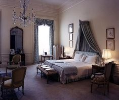 Jacqueline Kennedy's White House bedroom in 1962