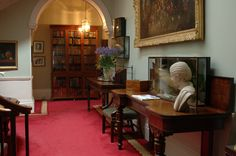 Bibliotheek in Newport House Library Hotel Manor House Hotel, Newport House, Country House Hotels, Home Libraries, Blue Books, Luxury, Home Decor, Decoration Home, Room Decor