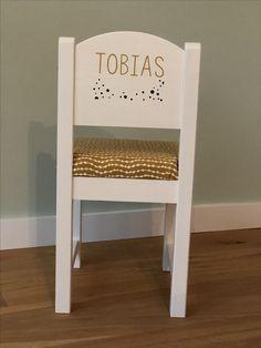 Sundvik chair with name sticker Name Stickers, Ikea Hack, Playroom, Diy And Crafts, Kids Room, Hacks, Children, Furniture, Kid Furniture