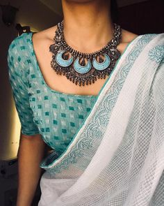 Where Can One Shop Wedding Jewellery Online White cotton saree with blue silver oxidized jewelery. Saree Jewellery, Jewellery Shops, Gold Jewellery, Silver Jewellery Indian, Key Jewelry, Bridal Jewellery, Pandora Jewelry, Jewelry Sets, Jewelry Crafts