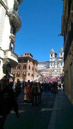 ROMA. Via Condotti. Piazza di Spagna.  Passeggiate romane