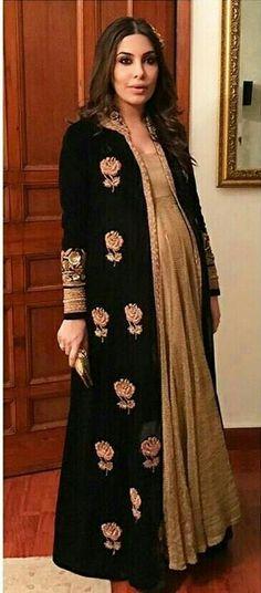 Trendy Ideas For Baby Shower Dress Ideas Indian Party Wear Indian Dresses, Indian Wedding Wear, Dress Indian Style, Indian Outfits, Indian Attire, Pakistani Dresses, Indian Wear, Wedding Dresses, Indian Maternity Wear