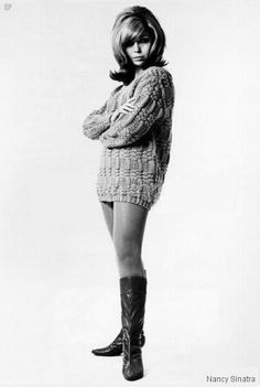 Nancy Sinatra ~ These boots are mad for walkin' and there gonna walk all over you. Nancy Sinatra, Sixties Fashion, Retro Fashion, Girl Fashion, Vintage Fashion, 1967 Fashion, Fashion Hair, Casual Chic, Lee Hazlewood