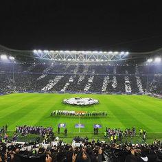 La coreografia prima di #JuventusGladbach