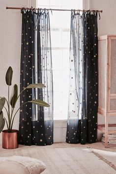 Urban Outfitters Star Window Panel – Home Decoration – Grandcrafter – DIY Christmas Ideas ♥ Homes Decoration Ideas Home Living, Apartment Living, Living Spaces, Living Room, Apartment Furniture, Furniture Decor, Bedroom Furniture, Black Furniture, Furniture Arrangement