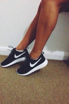 Girls wearing sneakers. Nike Roshe Run. #sneakers