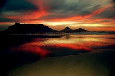 Sunrise , Table Mountain in South Africa. BelAfrique your personal travel planner - www.BelAfrique.com