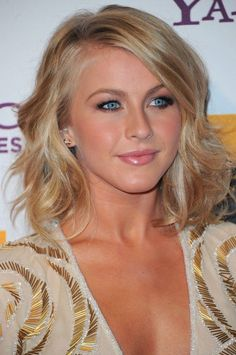 Julianne Hough medium wavy hairstyle 2012 | Hairstyles Weekly