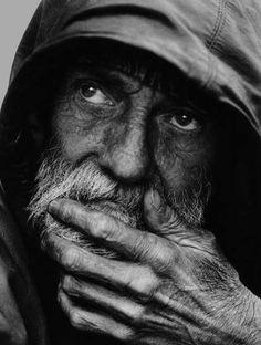 A portrait of a homeless man Leroy Skalstad (Milwaukee, WI (via Photo Contest Finalist - A portrait of a homeless man Black And White Portraits, Black White Photos, Black And White Photography, Homeless Man, Homeless People, People Photography, Portrait Photography, Photography Tips, Robert Mapplethorpe