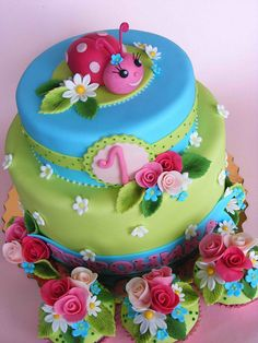 Ladybird cake by bubolinkata, via http://bit.ly/1kBXCWK