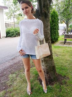 Get this look: http://lb.nu/look/5224572  More looks by Malin Olofsson: http://lb.nu/user/778244-Malin-O  Items in this look:  Peter Kaiser Heels, Oriflame Bag, Lindex Top   #summer #sweden #karlstad #girl #women #white #pink #flower #crocheted