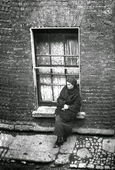 Maggie Gorman sitting on her widow sill. Ireland Pictures, Images Of Ireland, Old Pictures, Old Photos, Irish People, Photo Engraving, Ireland Homes, Irish Eyes, Irish Celtic