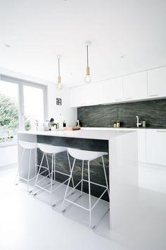 Niels & Annemie is a minimal residence located in Brussels, Belgium, designed by Benoît Deneufbourg and la fabrika studio.