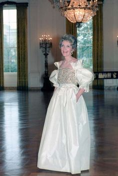 Actually, can we talk about her white ballgowns? | 37 Reasons Why Nancy Reagan Was The Ultimate First Lady
