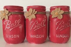 Set of 3 pint size por JenmarksCraftyShop Chalk Painted Mason Jars. Set of 3 pint size por JenmarksCraftyShop Mason Jar Art, Mason Jar Gifts, Red Mason Jars, Christmas Mason Jars, Chalk Paint Mason Jars, Painted Mason Jars, Chalkboard Paint, Jar Crafts, Bottle Crafts