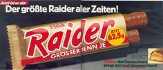 Raider is now called Twix …. so honestly who came to this shoot at the time … - Trend Woman Clothes Faux Leather Couch, Emission Tv, Reset Girl, Good Old Times, We Are Young, 80s Kids, My Childhood Memories, Childhood Games, Teenage Years