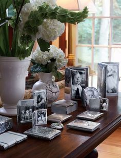 Lovely silver frames, boxs, and cigarette cases. Picture Frame Display, Silver Picture Frames, Silver Frames, Meaningful Pictures, Traditional Frames, Romantic Homes, Home Accessories, Silver Accessories, Vignettes