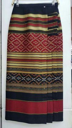 Sarung Batik Fashion, Skirt Fashion, Hijab Fashion, Fashion Outfits, Kulot Batik, Batik Dress, Model Dress Kebaya, Modern Filipiniana Gown, Model Rok