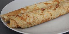 Disse sunde pandekager med havregryn er helt uden mel og sukker. De fiberrige havregryn gør pandekagerne lækre og svampede og samtidig utroligt mættende. De smager helt fantastisk med lidt syltetøj.