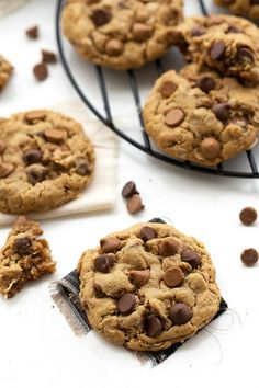 A gluten-free, healthy breakfast cookie made with peanut butter and old-fashioned oats as the base. There is no flour, no butter, and no oil included!