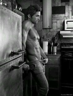 Not really a Robert pattinson fan but this picture is fine....mmm