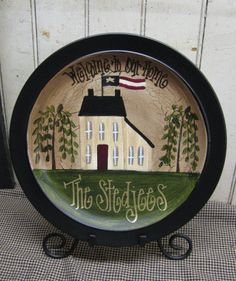 Primitive Saltbox House with American Flag Hand Painted Personalized Decorative… Primitive Plates, Primitive Kunst, Primitive Painting, Primitive Crafts, Tole Painting, Country Primitive, Wood Crafts, Hand Painted Plates, Painted Jars