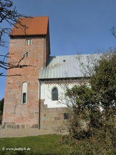 """Die Kirche """"St. Severin"""" ist eine evangelisch-lutherische Kirche in Keitum auf Sylt. Sie erhielt ihren Namen nach Severin von Köln, einem Bischof aus dem 4. Jahrhundert. Die Kirche steht abseits des Ortes auf der höchsten Erhebung des Sylter Geestkerns. Sie ist der älteste Sakralbau in Schleswig-Holstein Der heutige Turm wurde um das Jahr 1450 errichtet und diente bis 1603 als Seezeichen. Zeitweilig wurde er auch als Gefängnis genutzt."""