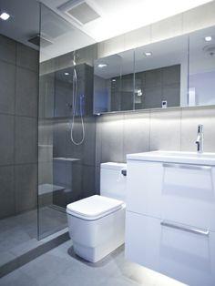 kleine badezimmer eine idee mit braunem hochglanz. Black Bedroom Furniture Sets. Home Design Ideas