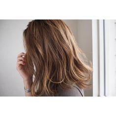外国人風のヌードなハイライト根元は暗く染めてハイライトとローライトをランダムに❤️ #帯廣美容所#担当タンノ#ブリーチ#wカラー#ハイライト#ローライト#ウエラ#イルミナカラー#グレージュ#ヌーディベージュ#外国人風カラー#hair#haircolor#hairstyle#wella#北海道#帯広#美容室#帯広美容室
