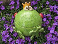 Garden balls & steles - ROSENKUGEL Frosch ❤Frooosch❤ - a designer piece of . Garden Balls & Steles – ROSE BALL Frog ❤Frooosch❤ – a unique product by FischerKunterbunt on DaWanda Pottery Animals, Ceramic Animals, Clay Animals, Ceramic Art, Garden Globes, Frog Art, Pottery Designs, Clay Projects, Clay Creations