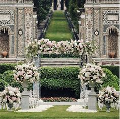 Villa d'Este at Lake Como in Italy has a stunning garden for your wedding. The greenery, the architecture, the story behind the garden make for a magnificent setting!