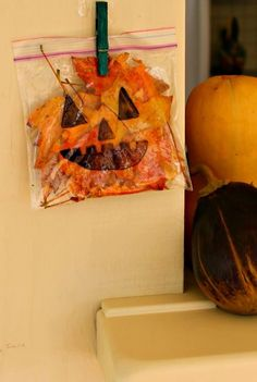 The perfect Halloween craft for toddlers! This jack-o-lantern craft is great for taking along on a nature walk this Fall! (Halloween Crafts)