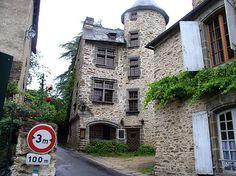 Habitation ancienne dans le bourg