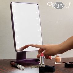 You can now get ready with just as much style as the great stars thanks to the Pretty U tabletop LED mirror! Ideal for putting on makeup, combing your hair, plucking your eyebrows, etc. Made of LEDs of fixed white lightRotation of Dramatic Makeup, Dramatic Look, Pink Lipsticks, Lipstick Colors, Eye Make, How To Make, Pink Smokey Eye, Putting On Makeup, Led Mirror