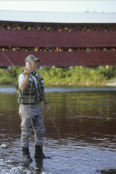 For angling enthusiasts looking for good catches, lots of action and a change of scenery, don't miss the opportunity to fish for Atlantic salmon in Gaspésie! Destin Fishing, Sea Fishing, Fish Activities, Salmon Run, Destinations, Atlantic Salmon, Two Rivers, Types Of Fish, Salmon Fishing