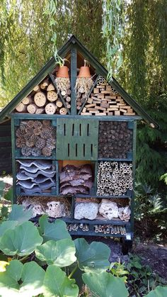 Mijn insektenhotel Bee Hotels, Insect Hotel, Bee Friendly, Birdhouses, Stepping Stones, Star, Outdoor Decor, Home Decor, Bug Hotel