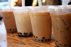Boba tea, also known as bubble tea, originated back in the mid It's a flavorful drink containing tea, milk and chewy tapioca balls or fruit jellies. Many people have claimed to be the creators of this mystical beverage, but the m. Bubble Tea, Bubble Drink, Boba Drink, Pearl Tea, Frozen Yogurt, Yummy Drinks, Yummy Food, Drinking Tea, Love Food