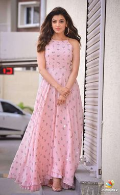 kajal agarwal in kurti crafts - Photography Indian Gowns Dresses, Indian Fashion Dresses, Dress Indian Style, Indian Designer Outfits, Indian Outfits, Designer Dresses, Stylish Dresses, Casual Dresses, Maxi Dresses