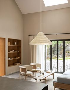 Salones Modernos: Los más elegantes del 2021 Japanese Restaurant Interior, Plywood Interior, Interior Styling, Interior Design, New York Homes, Wooden Room Dividers, Architect Design, Archipelago, Hygge