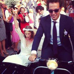 Me flipa el estilo de la boda en la Toscana italiana-- adoro el sidecar!!!
