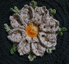 OS CROCHES DA ELSA: Tapete com flor margarida bicuda